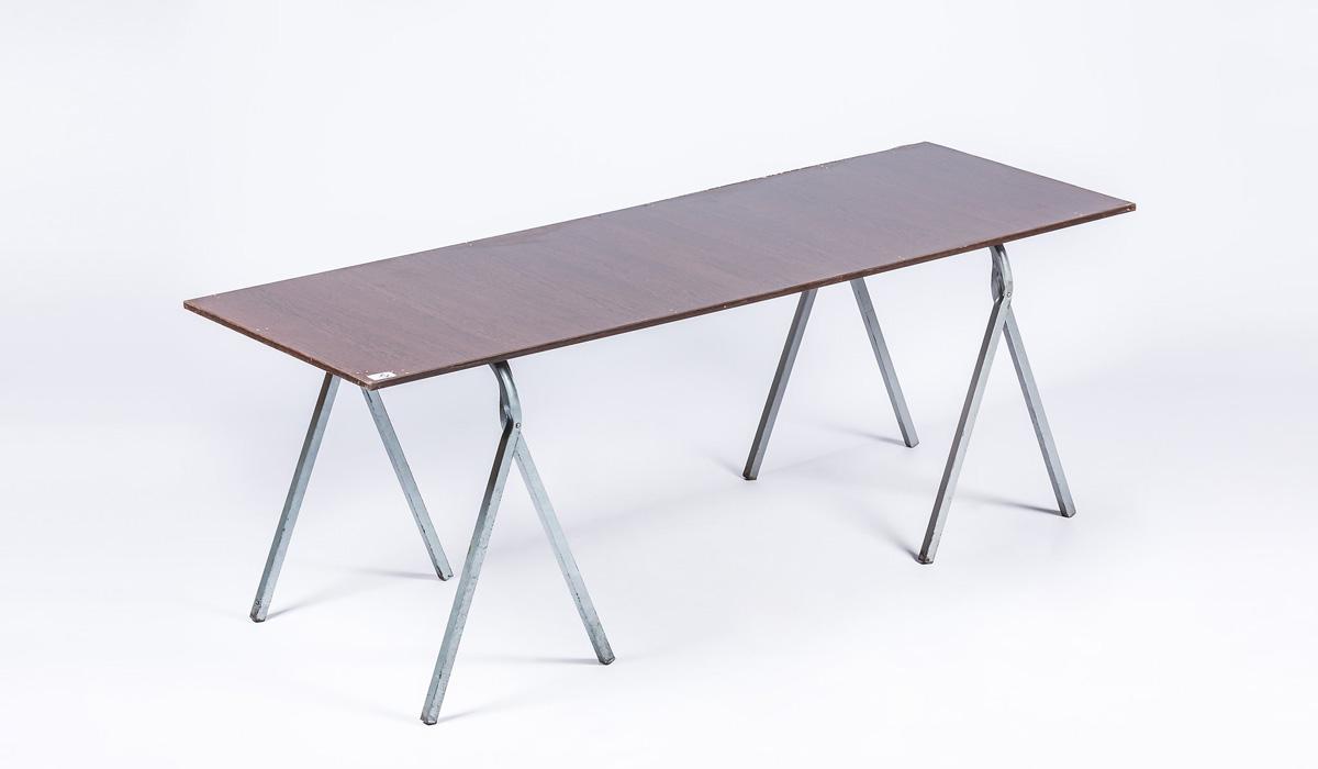 Mesas con caballetes excellent escritorio finger joint for Mesas tableros plegables